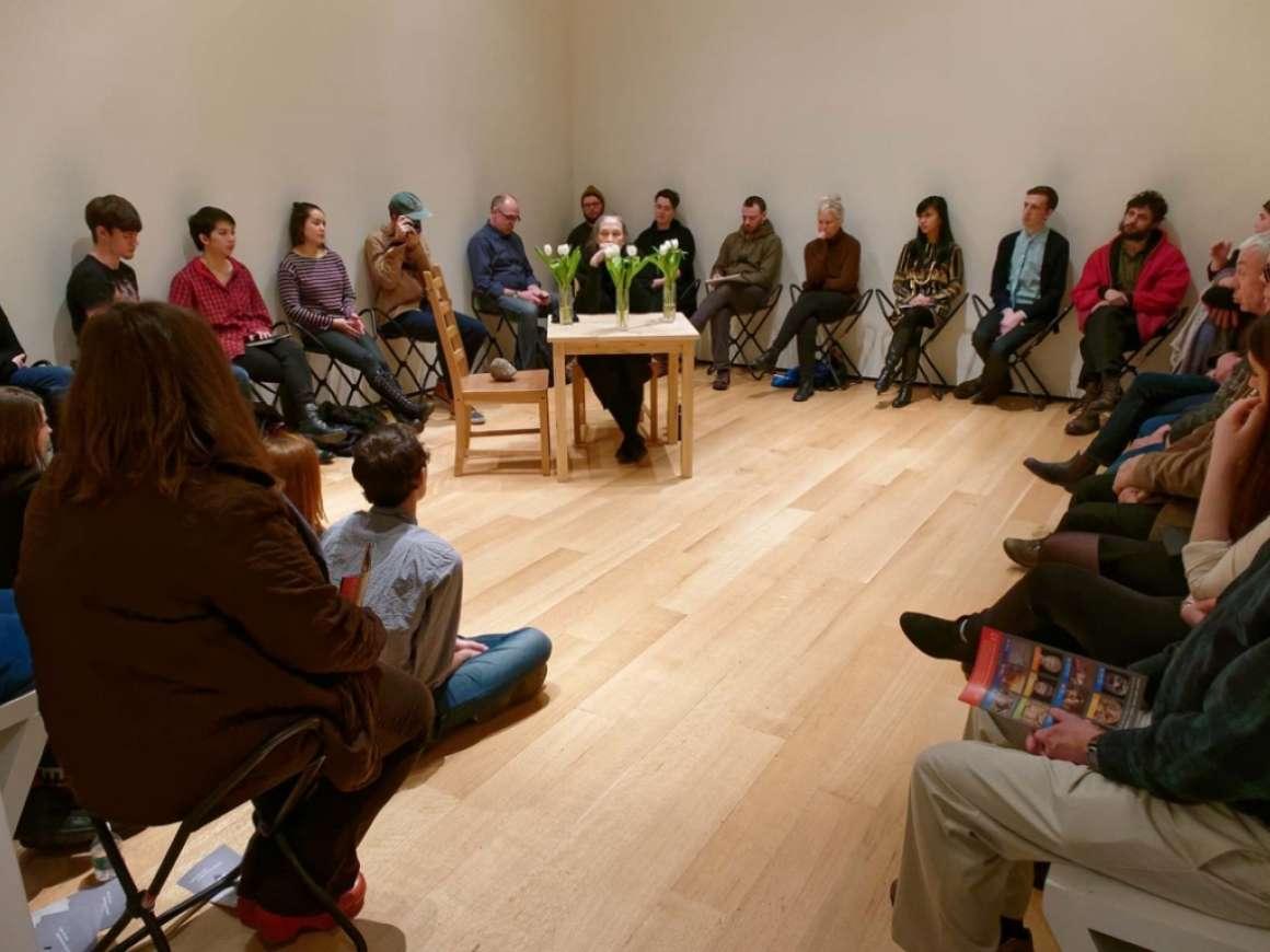 """Marilyn Arsem,波士顿美术博物馆的""""100种考虑时间的方法"""""""