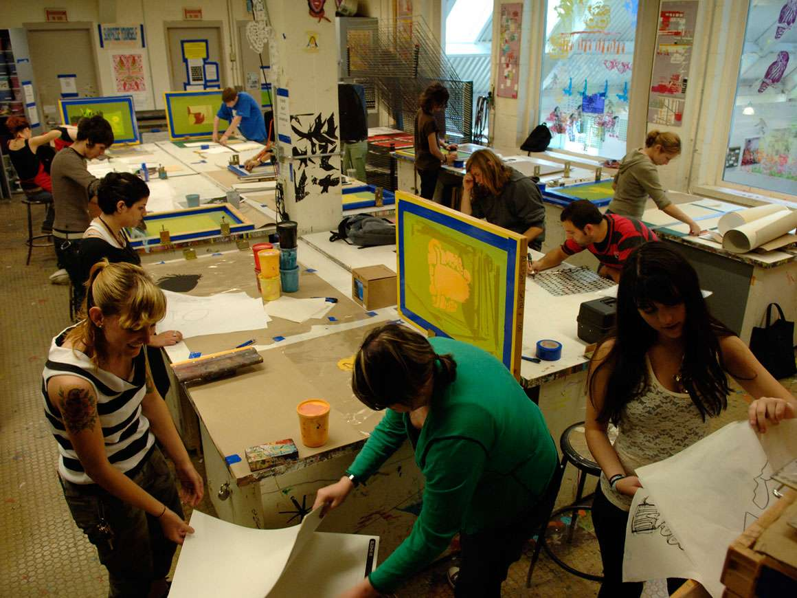 Students working in the School of the Museum of Fine Arts print studio