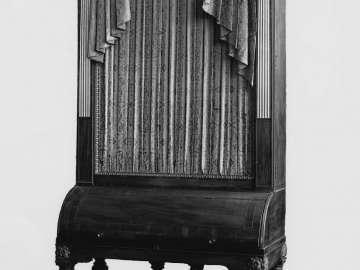Upright grand piano