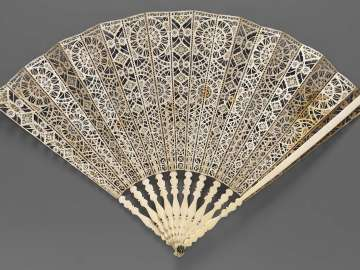 Découpé folding fan