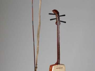 Fiddle (kokyu) and bow