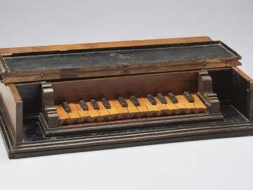 Keyed metallophone