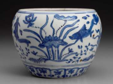 Bowl with blue-and-white decoration of fish among aquatic plants (yuzao) motif