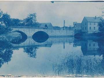 House and Ipswich Bridge