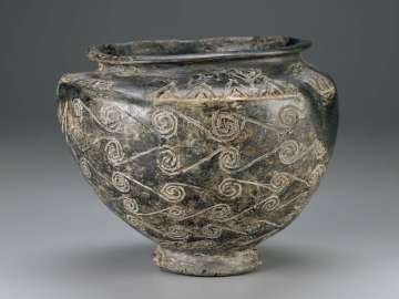 Bowl with running spiral decoration