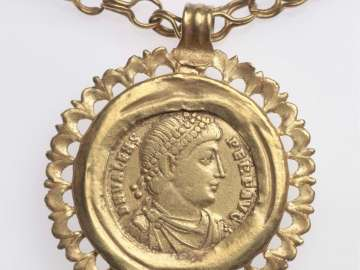 Necklace mounted with solidus of Emperor Valens