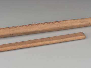 Scraper and rod (kano'oskae', after 19th-century Seneca people type)