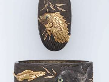 Fuchi-kashira with designs of fish
