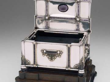 Jeweled casket