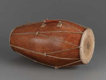 Double-conical drum (kendhang ciblon)