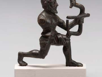 Figurine of Herakles shooting his bow