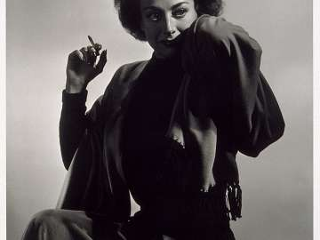 Joan Crawford (hand to head)