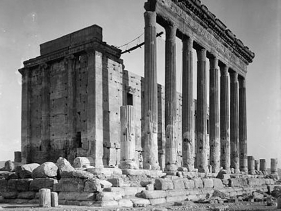 American Colony (Jerusalem), Photo Dept., Palmyra, Temple of Baal, Pillars of the peristyle, approximately 1920 to 1933