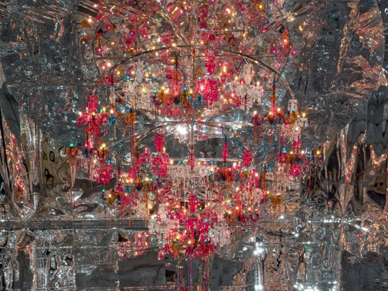 Large chandelier in mirrored room
