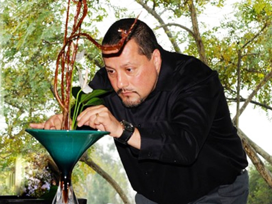 Jorge Padilla-Zamudio working on an ikebana arrangement