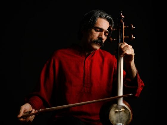 Kayhan Kalhor holding his kamancheh and bow