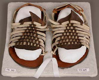 Women's shoes, Mexican, Leather, 5 x 12 x 19.5 cm (1 15/16 x 4 3/4 x 7 11/16 in.), Gift of Miss Sarah M. Spooner, 93.164-5.