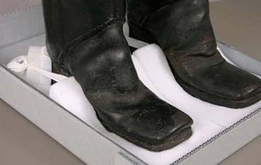 Pair of man's high boots, English, 1700–10, Leather, 43.5cm (17 1/8in.), The Elizabeth Day McCormick Collection, 43.1708a-b.