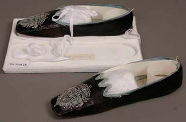 Women's Women's slippers, about 1845, Leather, silk taffeta, and silk tambour embroidery, 6 x 7 x 24.7 cm (2 3/8 x 2 3/4 x 9 3/4 in.), Gift of Miss Gertrude H. Shurtleff, 54.1013a-b.