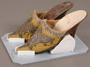 Women's mules, 1750s, Silk damask embroidered with silk and metallic yarns, silk ribbon, and leather, 10.5 x 7.8 x 21.5 cm (4 1/8 x 3 1/16 x 8 7/16 in.), The Elizabeth Day McCormick Collection, 43.1717a-b.