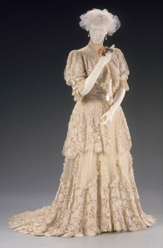 Ball gown | Museum of Fine Arts, Boston
