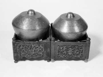 Kettle-gongs (kenong)