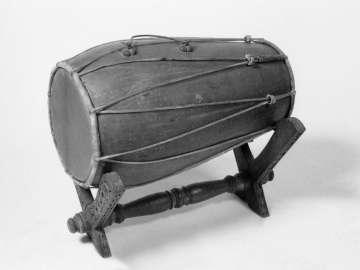 Double-conical drum (kendhang batangan)