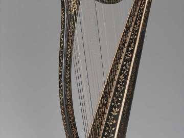 Portable Irish harp