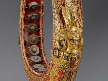 Upright gong circle (khong mon lek)