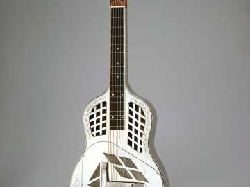 Resonator guitar (Tricone model)