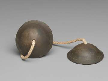 Pair of small cymbals (ching)
