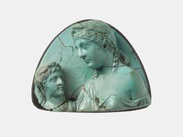 Cameo with Livia holding a bust of Augustus (?)