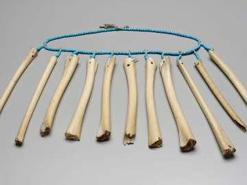Rattle necklace (gorgigala?)