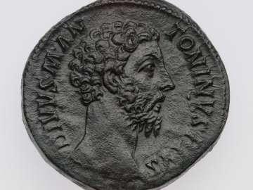 Sestertius with head of Divus Marcus Aurelius, struck under Commodus