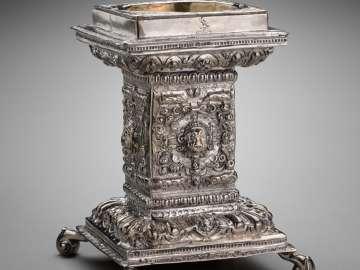 Pedestal Salt