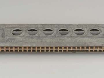 Mouth organ (chromatic harmonica)