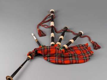 Bagpipe (highland pipes)