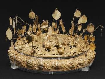 Crown or lid
