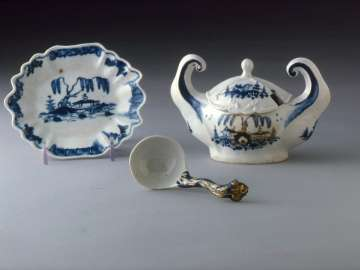 Covered tureen with stand and ladle